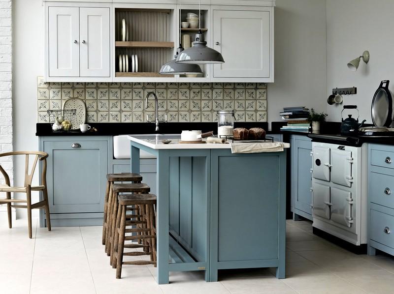 светло-голубая мебель в интерьере кухни