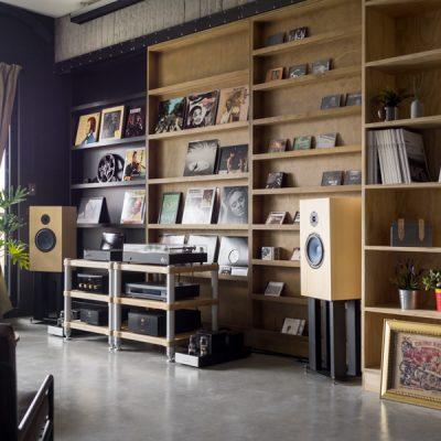 Серо-синяя гостиная в стиле модерн