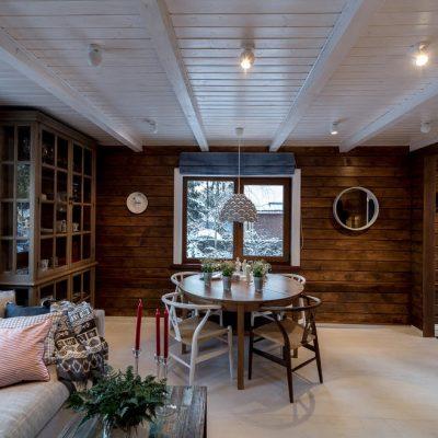 Белый потолок дома