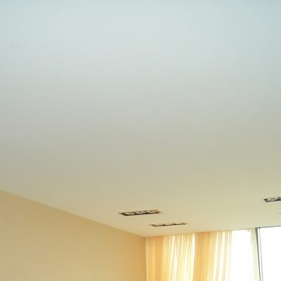Бесшовный потолок цельный