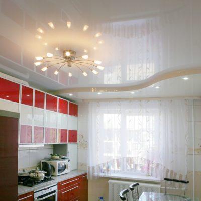 Глянцевый белый потолок