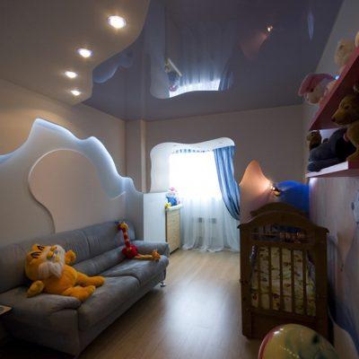 Голубой потолок в детскую
