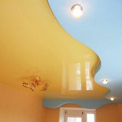 Жёлтый потолок для дома