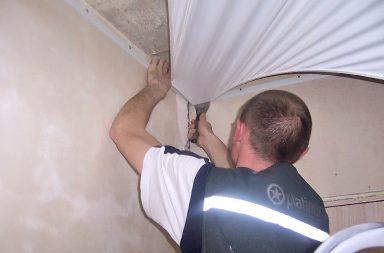 Как натягивать потолок