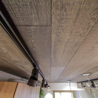 Ламинат на потолке пример