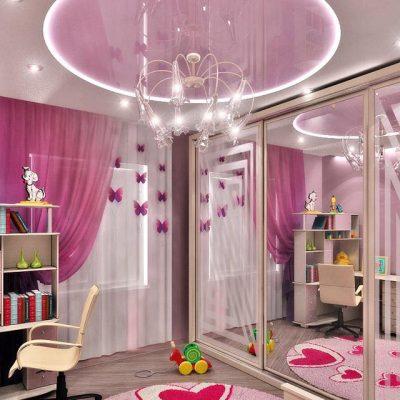Навесной розовый потолок