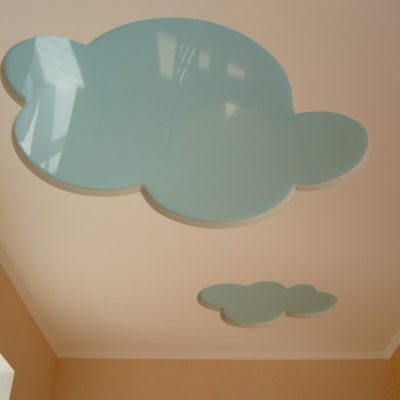 Натяжной потолок в форме облака