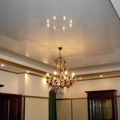 Натяжной потолок глянец