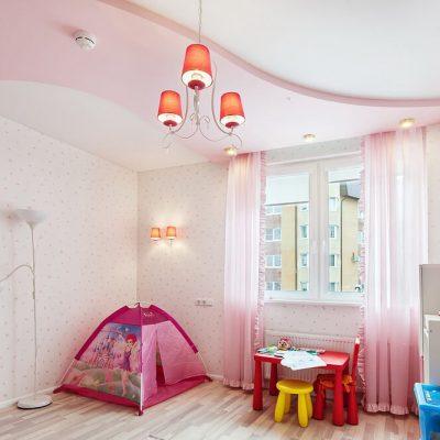 Натяжной потолок розовый