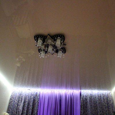 Парящий потолок с подсветкой белой
