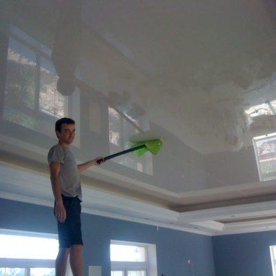Помыть потолок