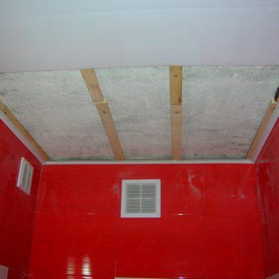 Потолок в ванной пвх