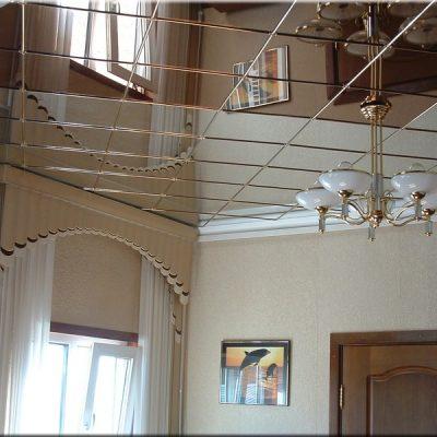 Потолок в коридоре зеркальный