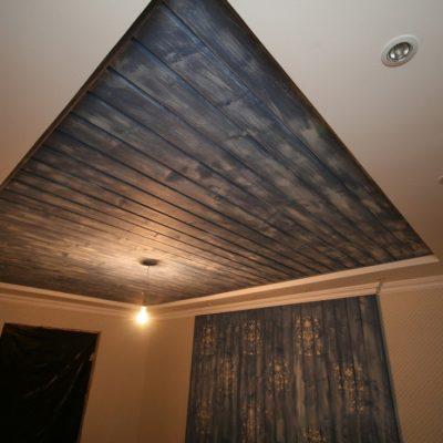 Потолок из ламината в доме