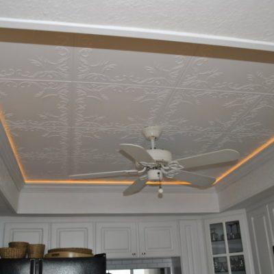 Потолок из обоев фото