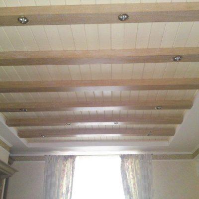 Потолок и ламината фото