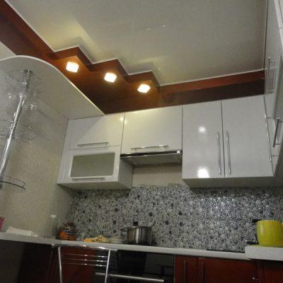 Потолок коричневый