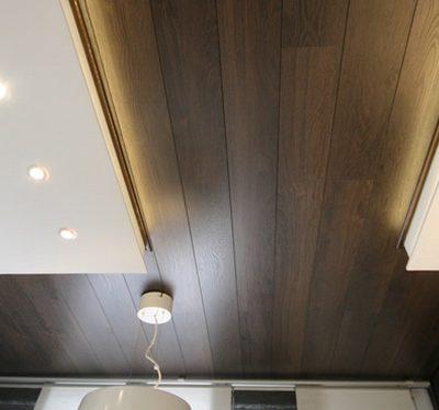 Потолок отделанный