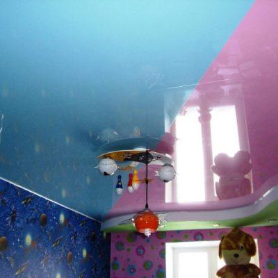 Потолок розовый и голубой
