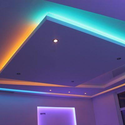 Потолок с лентой