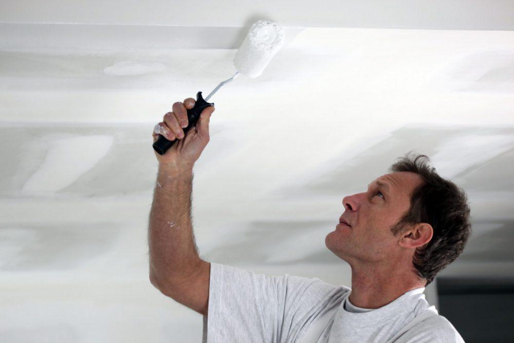 Особенности различных техник покраски потолка
