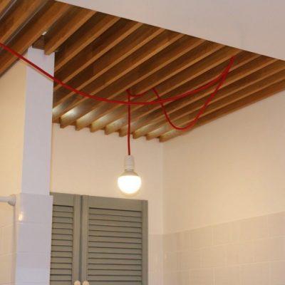 Реечный потолок из дерева