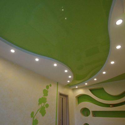 Салатовый и белый потолок