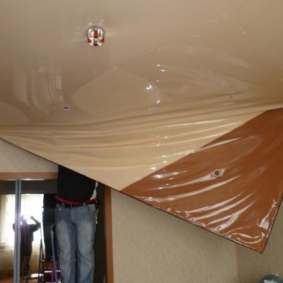 Слив воды с потолка натяжного
