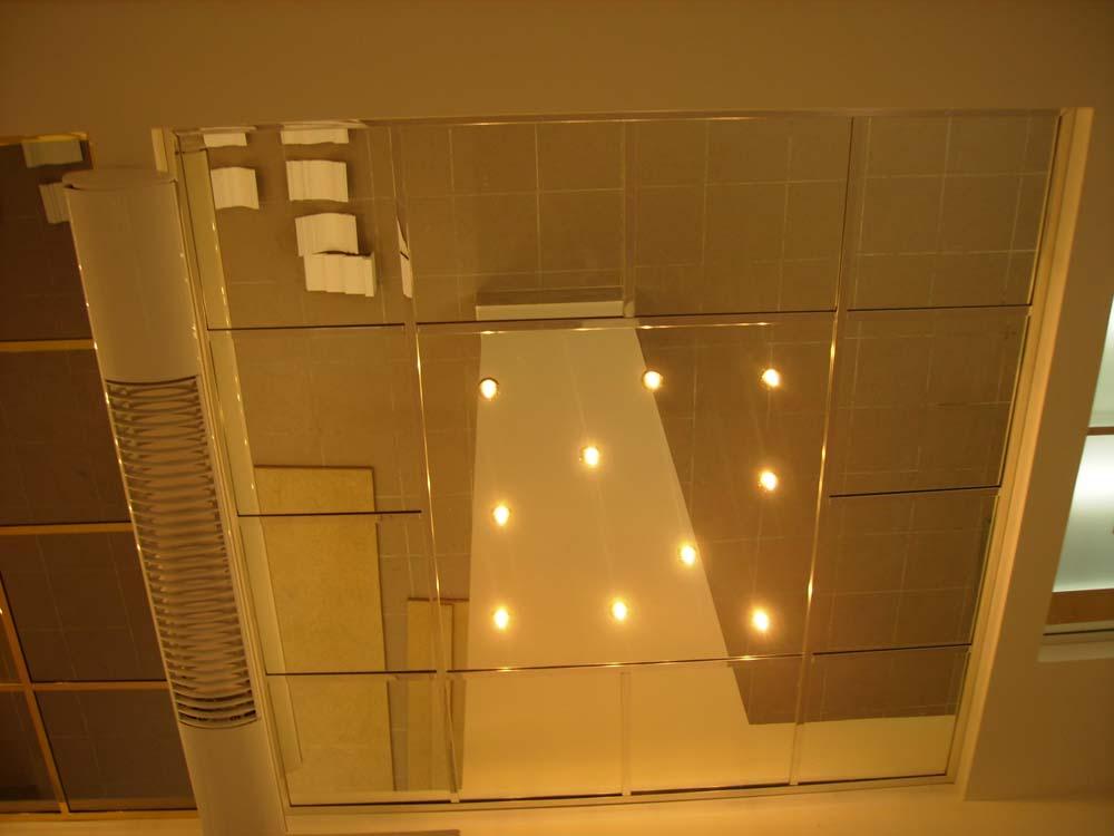 Виды, материалы и преимущества зеркальный потолков в квартире