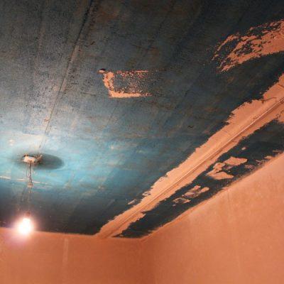 Штукатурим потолки