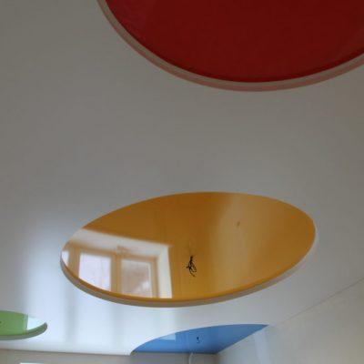 Разноцветные потолки