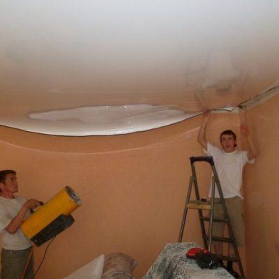 Натяжка полотна для потолка