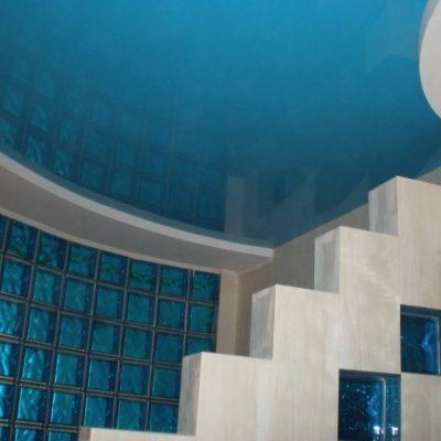 Натяжной глянцевый потолок