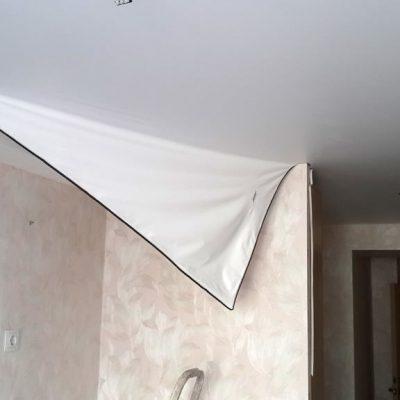 Порванный потолок