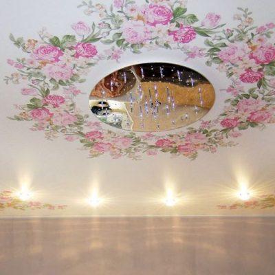Потолок с цветами