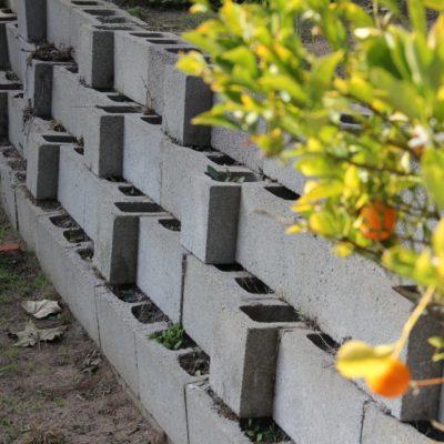 Подпорная стенка из полых блоков