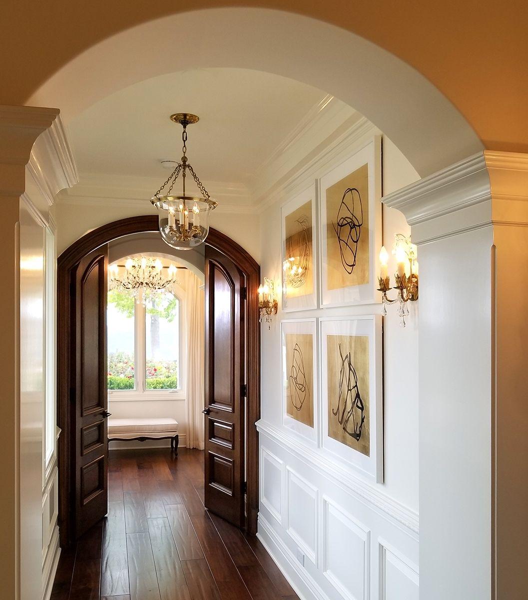 Межкомнатная арочная дверь в коридоре