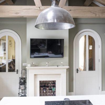Арочные двери в интерьере кухни