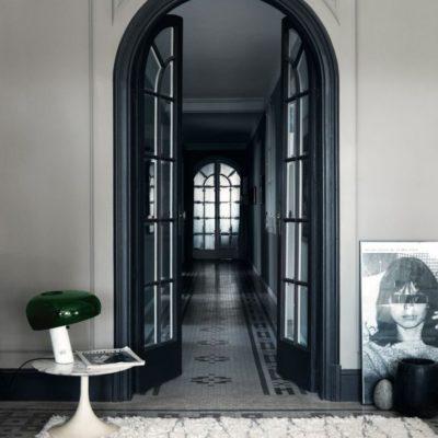 Межкомнатные черные арочные двери