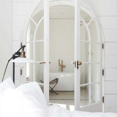 Арочные двери из спальни в ванную