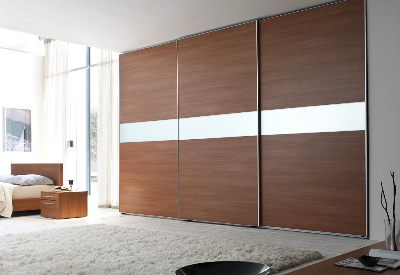 Какой шкаф лучше - встроенный или корпусный