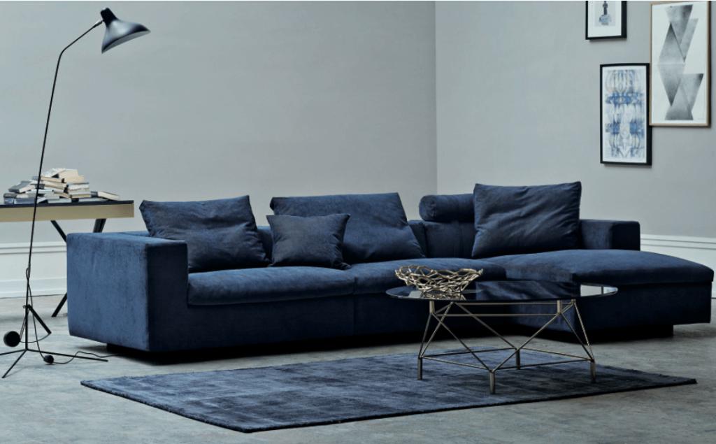 диван с велюровой оббивкой